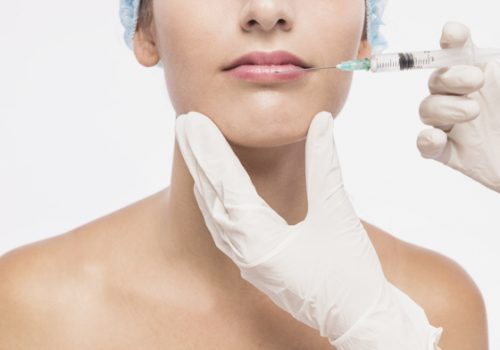 doctor-injecting-woman-lips_23-2147929573